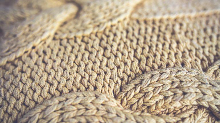 Wełniany piękny sweter