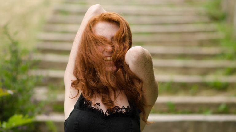 Dla kogo rudy kolor włosów?