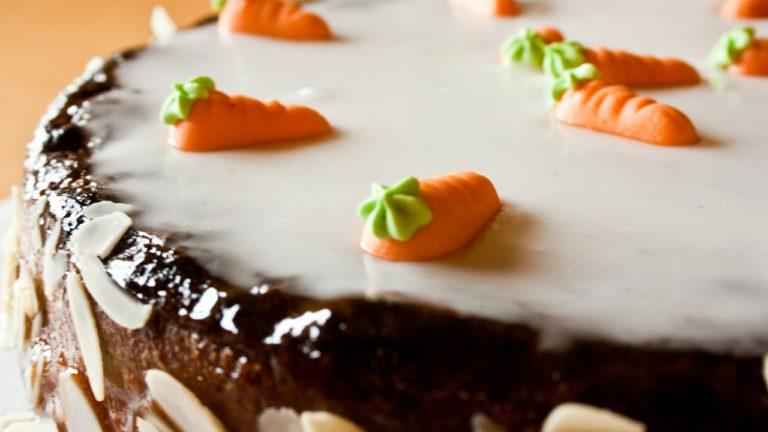Kolorowe dekoracje do tortów na każdą okazję