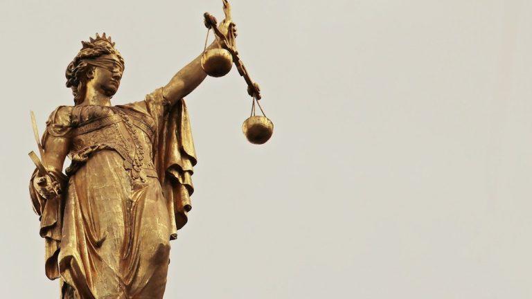 Prawnicy biznesowi są pomocni dla każdej firmy