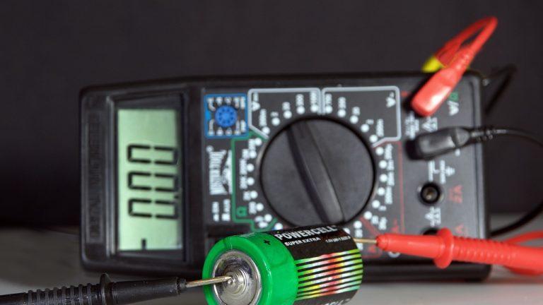 Jak procesy przebiegają w bateriach i akumulatorach