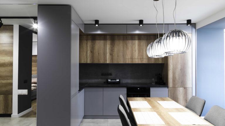 Designerskie stoły z litego drewna – jakość i nowoczesny styl