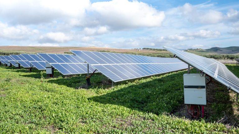 Otwórz własną elektrownię solarną i płać niskie rachunki za prąd