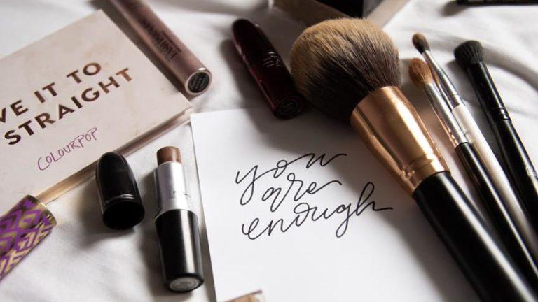 Jakie kosmetyki wybrać do pielęgnacji skóry?