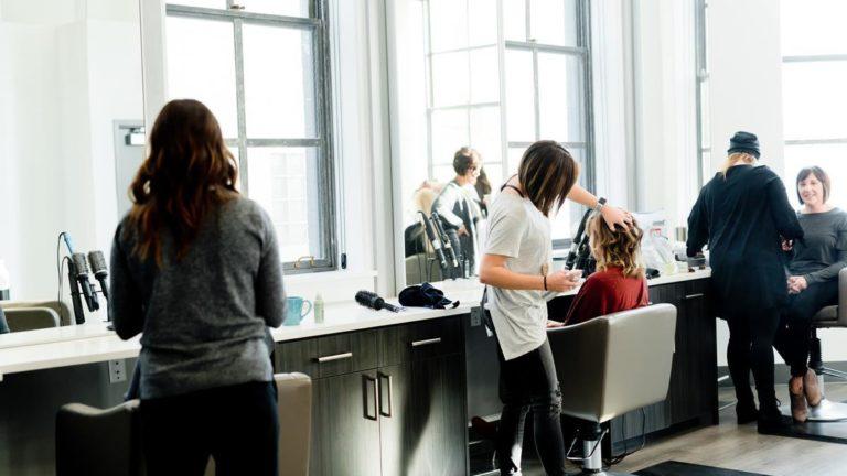 Jak zostać profesjonalnym fryzjerem?