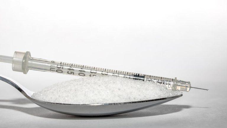 Odpowiedni poziom glukozy we krwi o dorosłego człowieka.