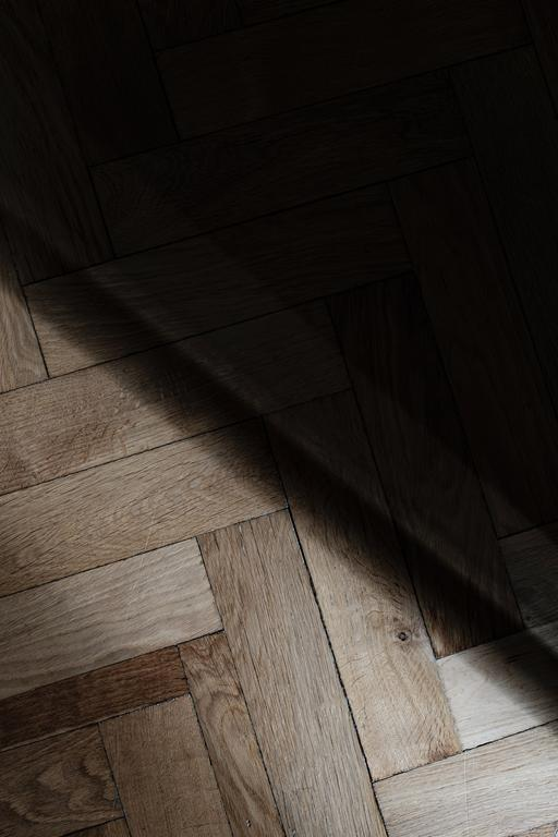 W sprzedaży znajdziemy różnorodne gatunki drewna na podłogi