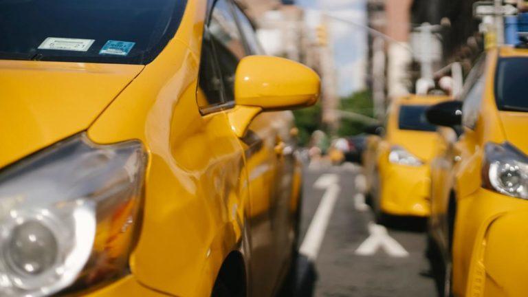 Dlaczego warto wybrać taksówkę?
